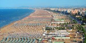 01AP6EMB Italy, Emilia Romagna, Rimini,beach