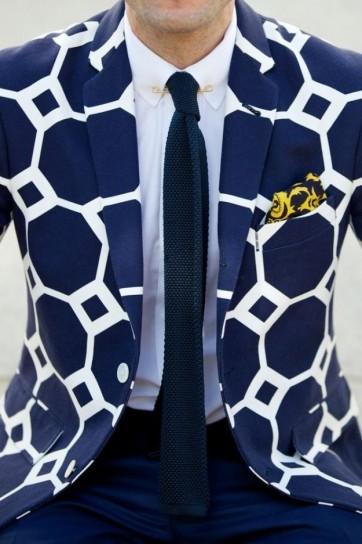giacca-in-fantasia-blu-e-bianca